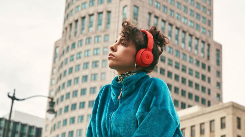 Things to Look for in Great Travel Headphones - best headphones for airplane travel