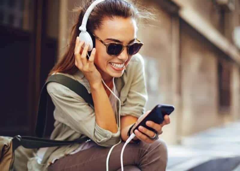 Top 15 Best Travel Headphones 2020 Review [New]
