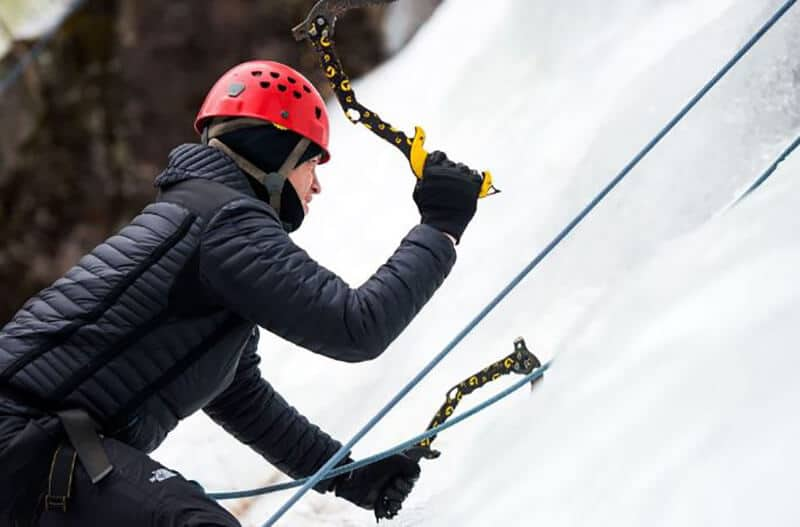 Things to look for in a set of ice climbing gloves