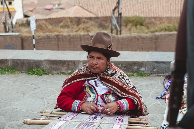 woman weaving cusco peru