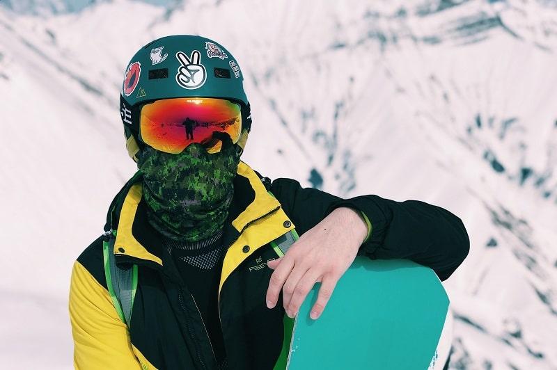 snowboarder wearing ski neck gaiter
