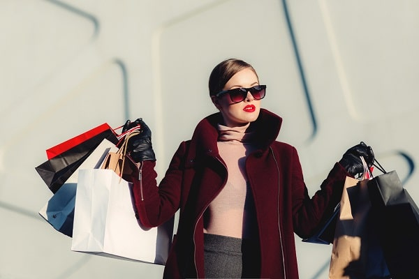 woman fashion clothes shopping