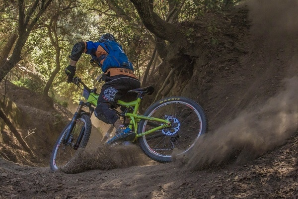 How to Dress Properly for a Mountain Bike Ride