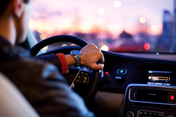 5 Tips to Follow While Travelling by Road in 2021