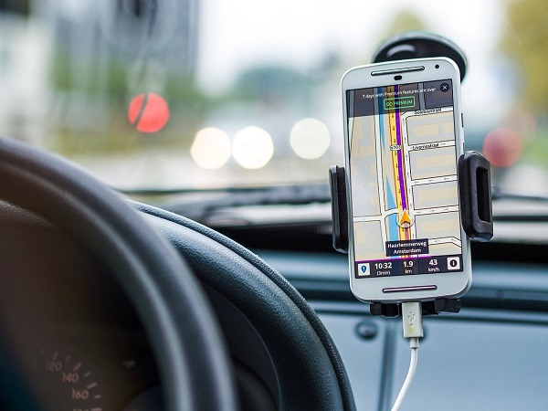 travelling by road navigation